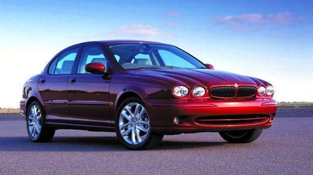 A última vez que a Jaguar lançou um modelo para o segmento D saiu esta «coisa». Chamava-se X-Type.
