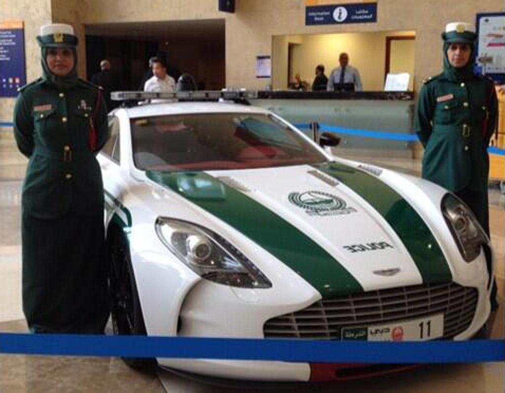 Dubai Policia Recebe Aston Martin One 77 De 1 Milhao De Euros Ra