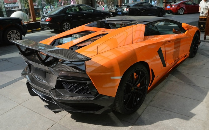 2013-DMC-Lamborghini-Aventador-Roadster-SV-1