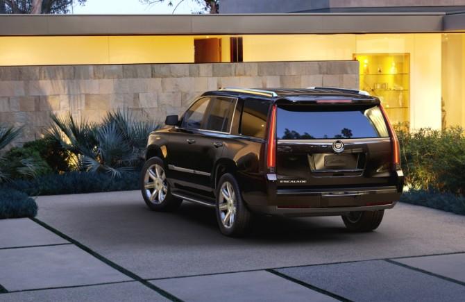 2015-Cadillac-Escalade-042