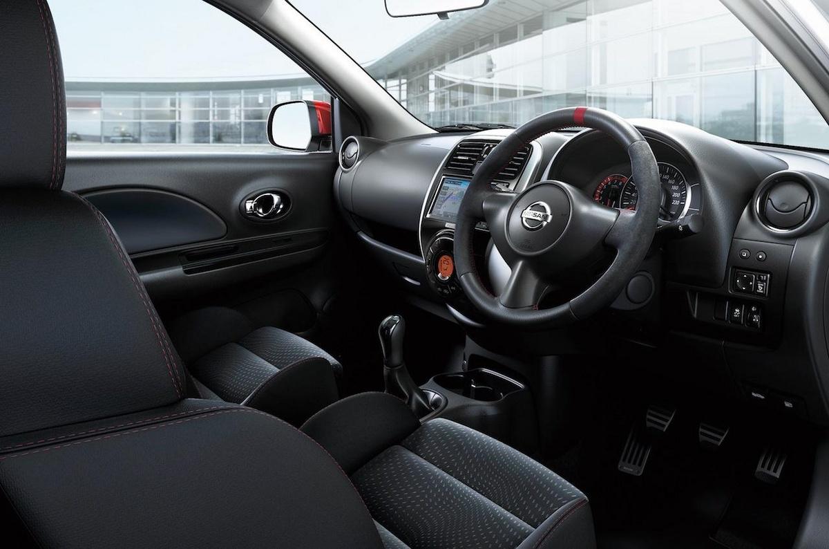 Interior do Nissan Micra Nismo