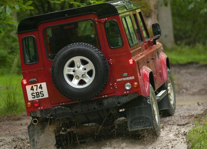 Land_Rover-Defender_02