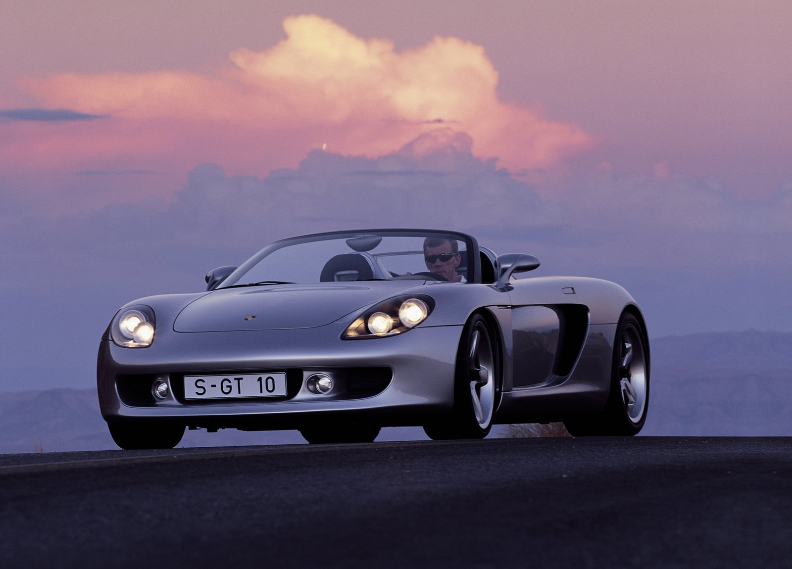 Porsche Carrera GT com Walter Rohrl ao volante