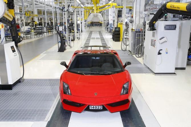 Last Gallardo and Assembly Line   Lamborghini Team 2