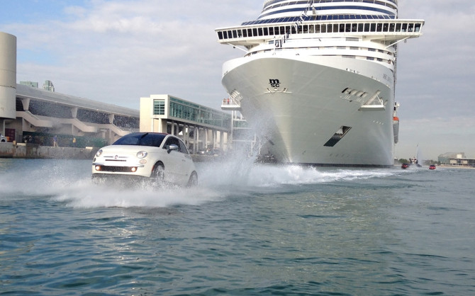 2013-Fiat-500-Personal-Watercraft-Water-4-1280x800