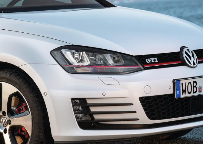 Volkswagen-Golf_GTI_2014_01