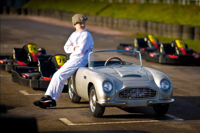 Aston Martin para criança
