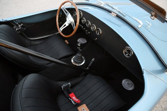 2014-Shelby-Cobra-289-FIA-50th-Anniversary-Interior-2-1280x800
