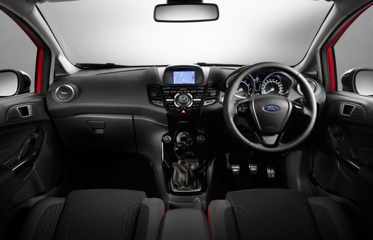 ford_fiesta_red_black_2014_7