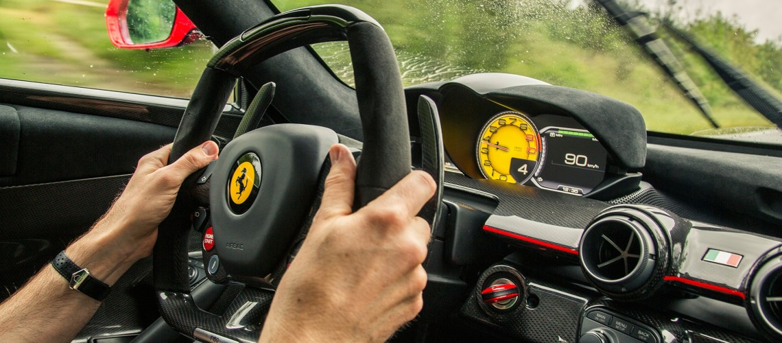 2014-ferrari-laferrari-steering-wheel