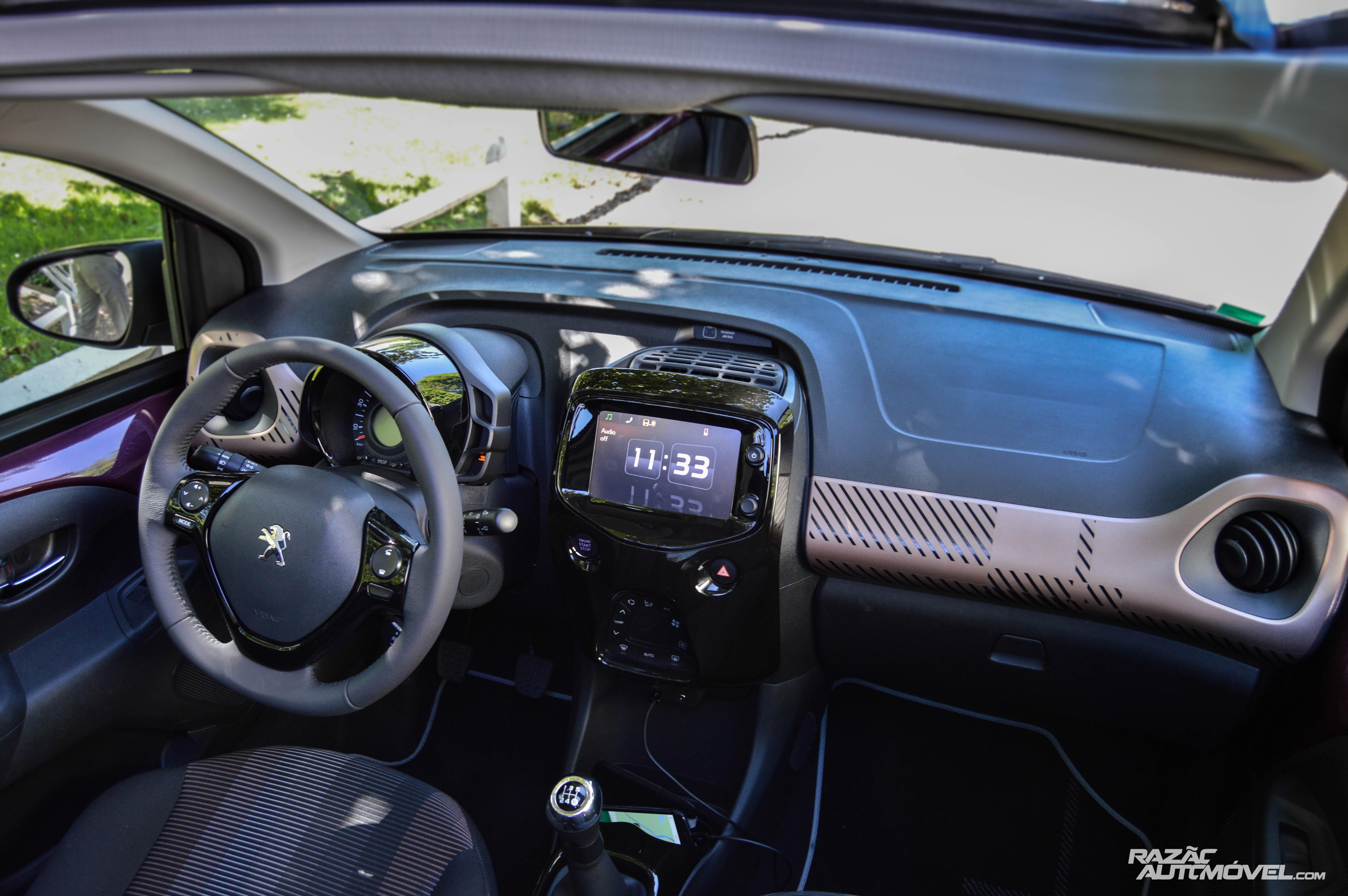 Peugeot 108 interieur photo 108 top vti interieur en for Interieur 108