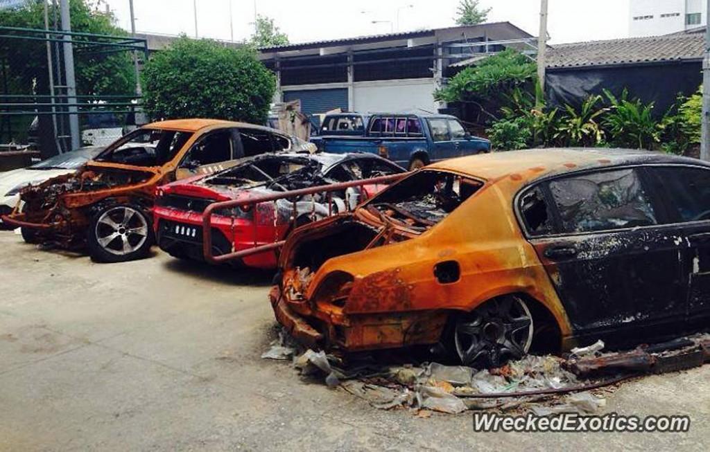 Três carros exóticos destruídos por incêndio na Tailândia
