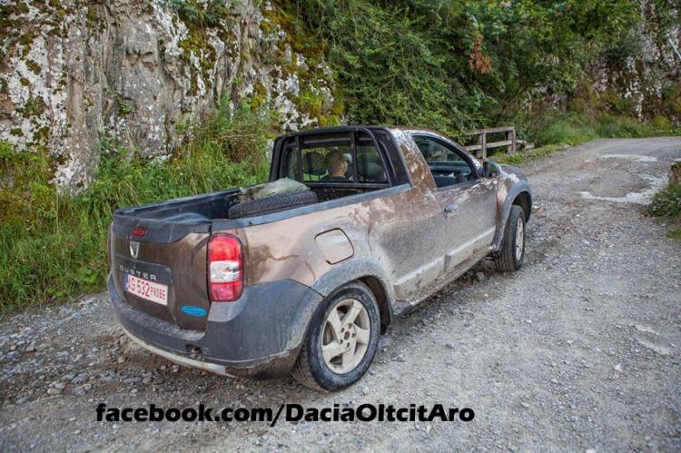 dacia-duster-2-door-puck-up-prototype-spied-in-romania-85109_1