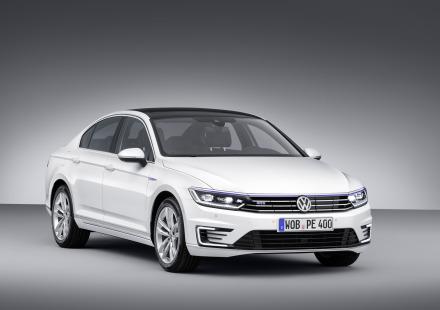 VW-Passat-GTE-2