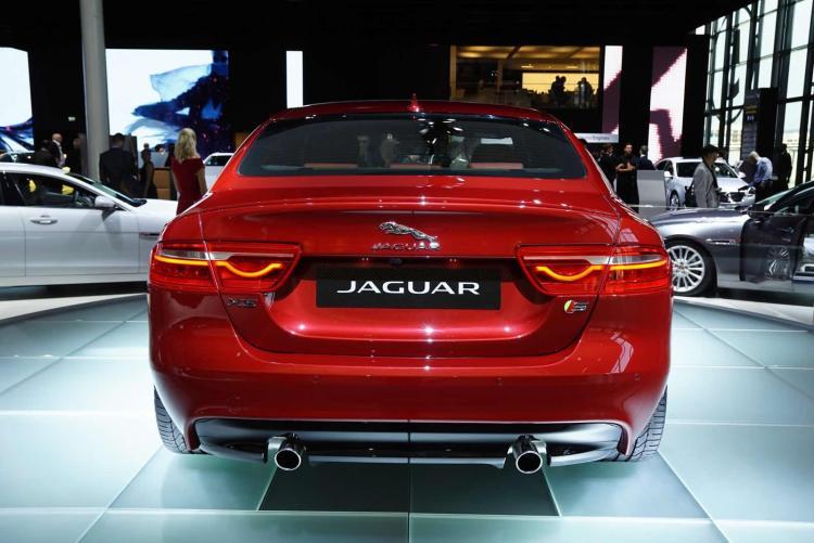 jaguar xe salon paris 2015 1