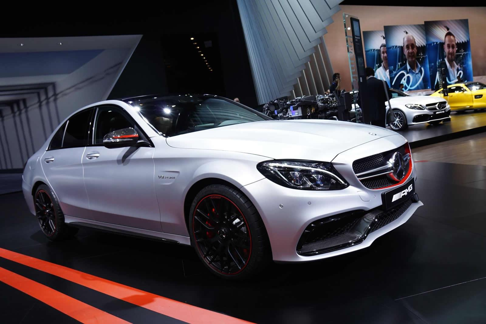 mercedes c63 amg um halterofilista em paris. Black Bedroom Furniture Sets. Home Design Ideas