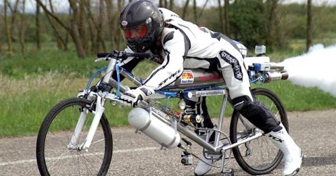 bicicleta foguete velocidade máxima