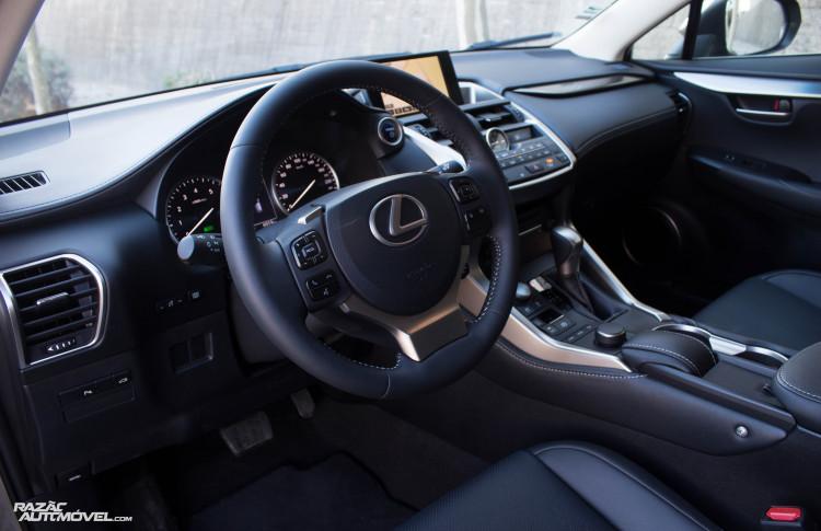 Lexus NX 300H-4