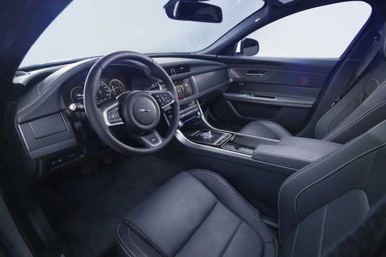 Jaguar XF 2016 (14)