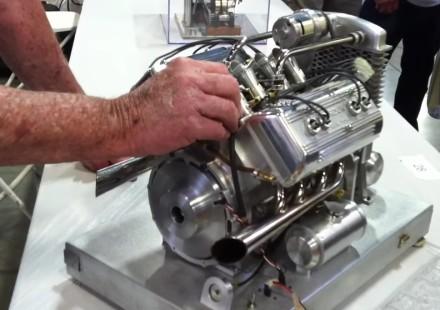 minuatura V8
