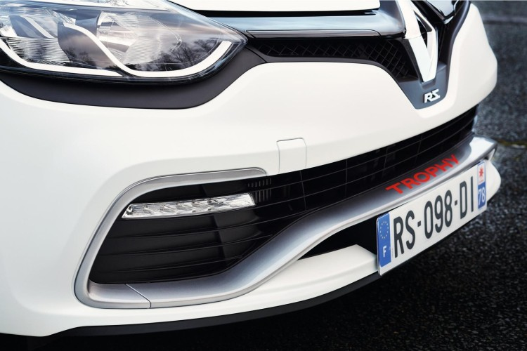 renault_clio_rs220_trophy_11