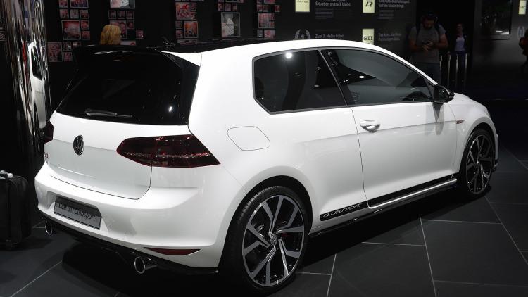 2015-Frankfurt-Motor-Show-Volkswagen-Golf-GTI-Clubsport-03