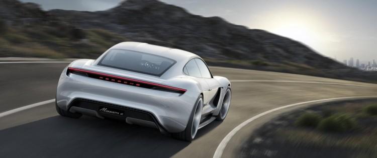 2015 Porsche Mission E - traseira