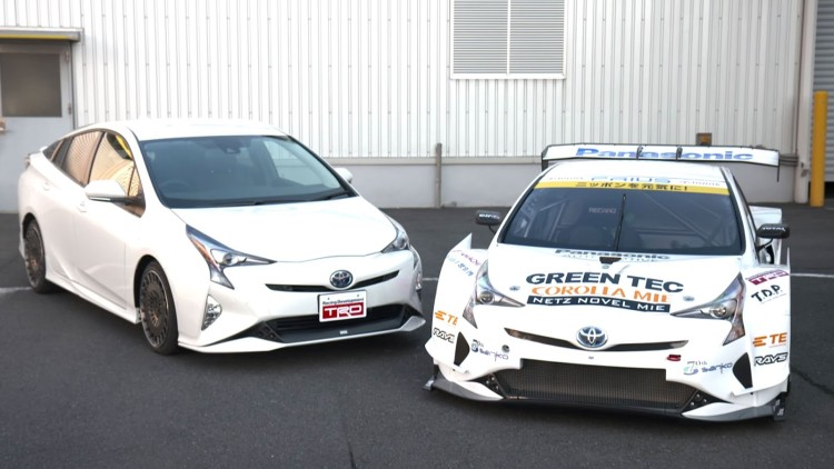 2016-toyota-prius-gt300-racecar-debuts-in-tokyo-as-otherworldly-as-expected-video-photo-gallery_1