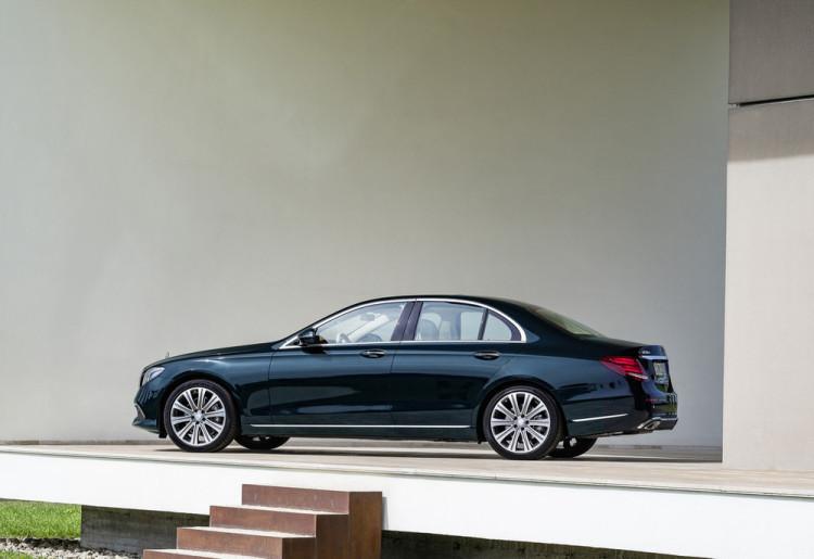 2017-Mercedes-E-Class-3