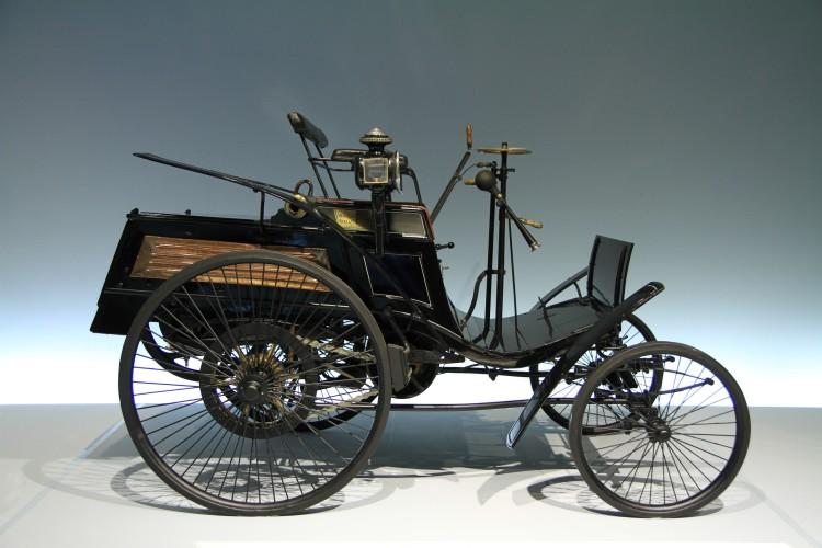Der erste serienmäßig erstellte Motorwagen des badischen Erfinders Carl Benz aus dem Jahre 1894. Fotografiert im Daimler Museum in Stuttgart.