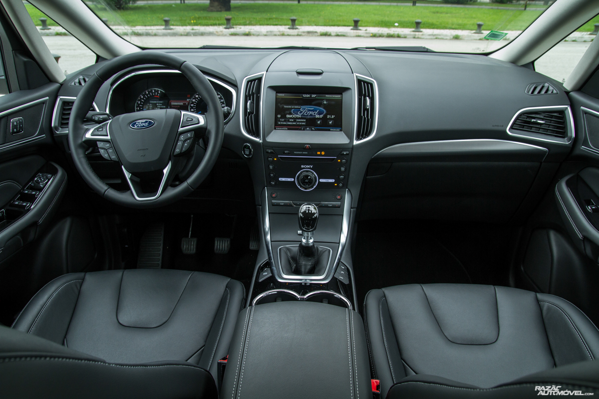 Ford S-MAX-10