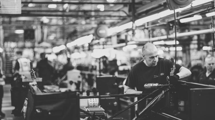 Land Rover Defender 4x4 deixa de ser fabricado após 68 anos