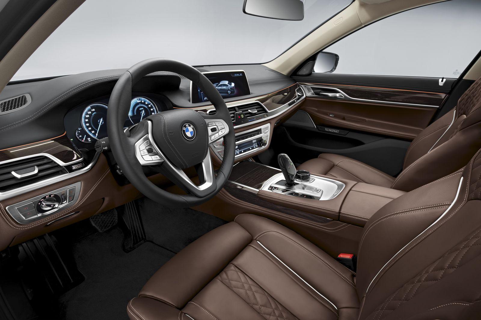BMW 740e — interior