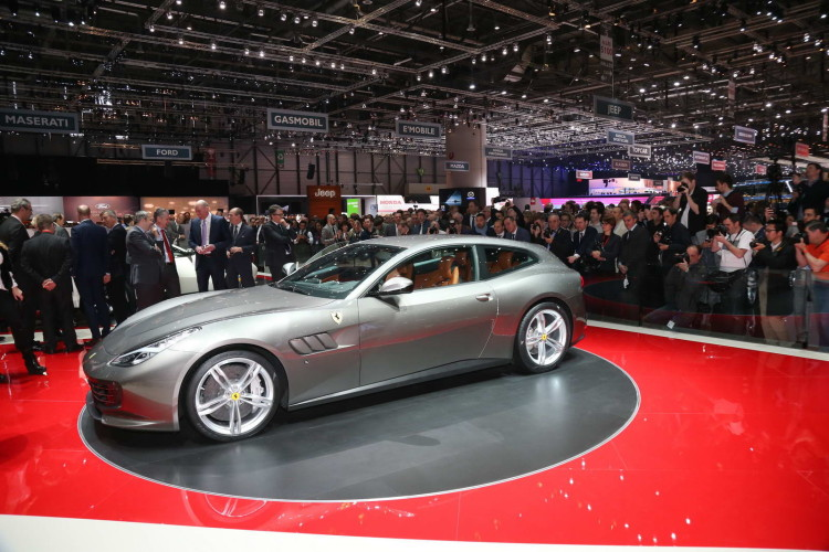 Ferrari GTC4 Lusso (2)
