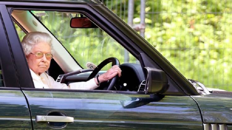 Rainha Isabel II Range Rover conduzir 1