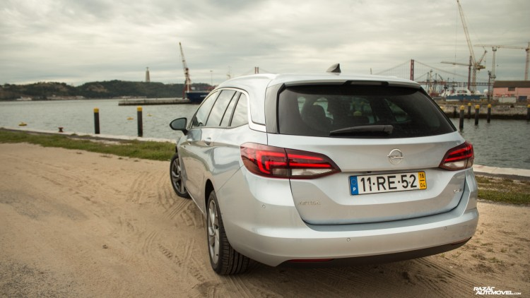 Opel Astra Sports Tourer-13