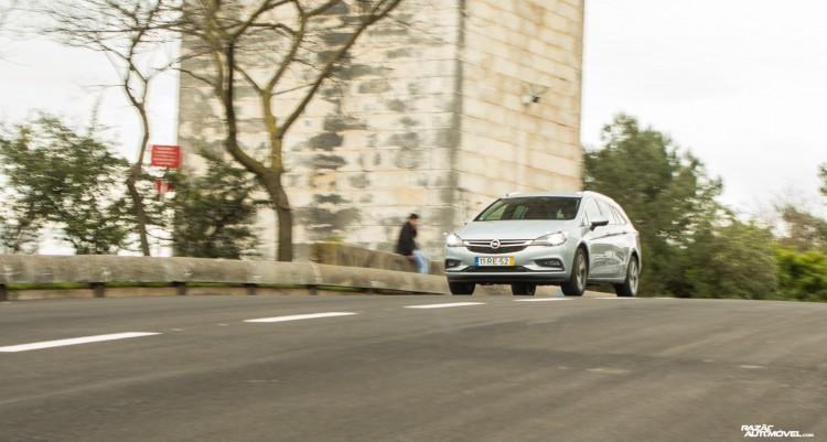 Opel Astra Sports Tourer-14