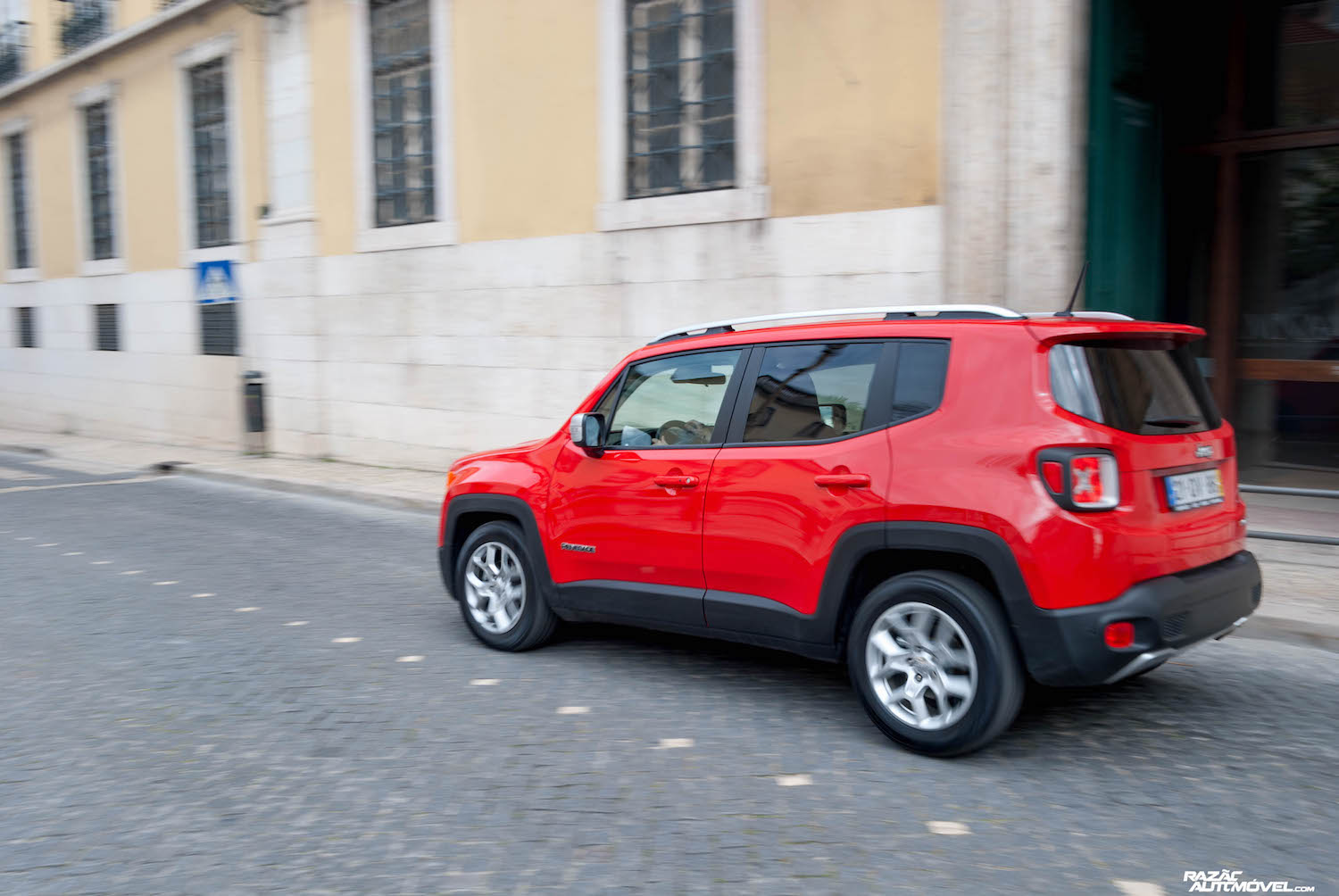 Jeep Renegade-11