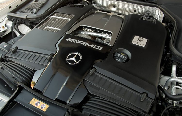 E 63 S 4MATIC+ designo selenitgrau magno Leder Exklusiv Nappa AMG schwarz Kraftstoffverbrauch innerorts / Fuel consumption in town11,7–11,4 l/100 km Kraftstoffverbrauch außerorts / Fuel consumption outside7,6–7,3 l/100 km Kraftstoffverbrauch kombiniert / Fuel consumption combined9.1-8.8 l / 100 km CO2-Emissionen / CO2 emissions combined 207–199 g/km