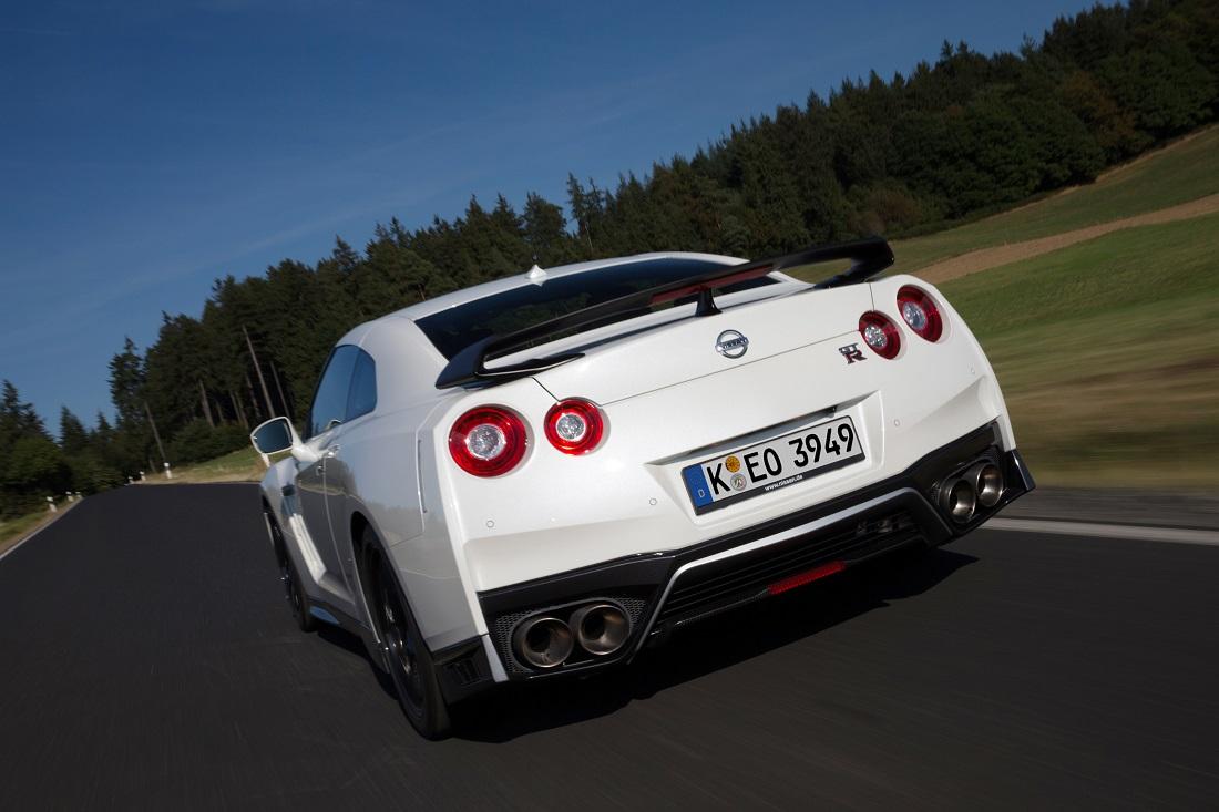 ... Parte Do Equipamento Do GT R Track Edition, Além De Um Para Choques  Dianteiro Mais Largo. Os Bancos Recaro Em Carbono E Um Deflector Traseiro  Em Carbono ...