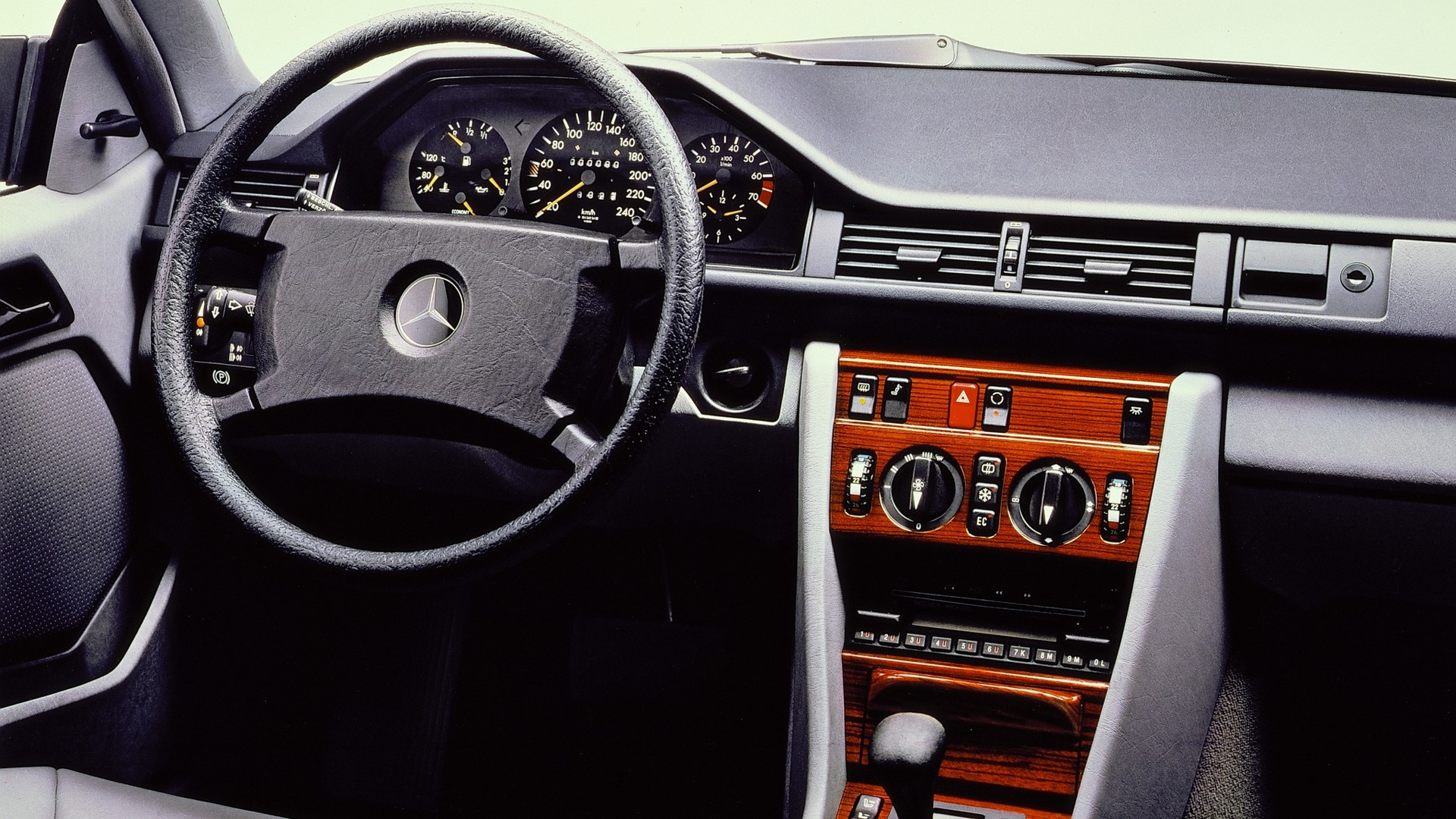 Mercedes-Benz C124