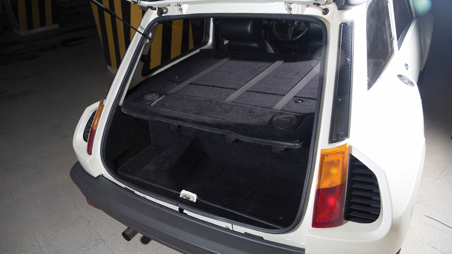 renault 5 turbo ii com apenas km venda. Black Bedroom Furniture Sets. Home Design Ideas