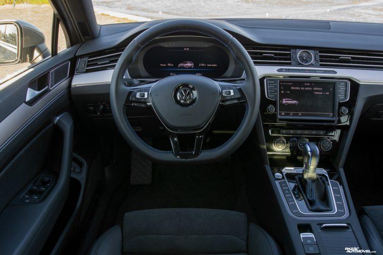CA 2017 Volkswagen Passat GTE (8)