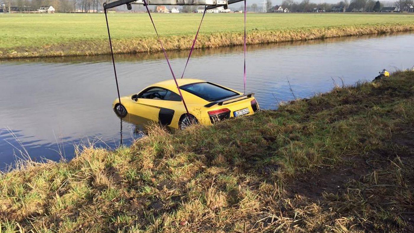 Audi R8 água