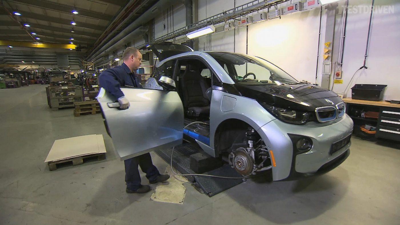 BMW i3 a ser desmantelado