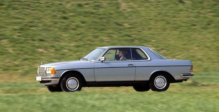 Mercedes-Benz Coupé der Baureihe C 123 (1977 bis 1985). Foto aus dem Jahr 1980. ; Mercedes-Benz coupé in the C 123 (1977 to 1985) model series. Photograph dated 1980.;