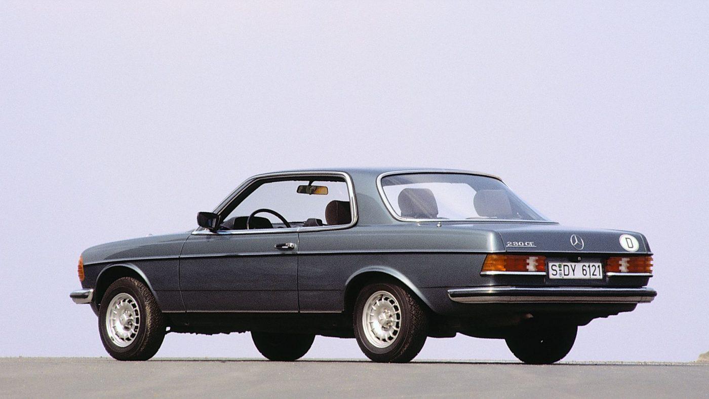 1977 Mercedes C123 - traseira 3/4