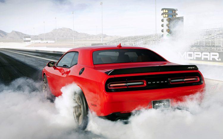 2016 Dodge Challenger SRT Hellcat - burnout