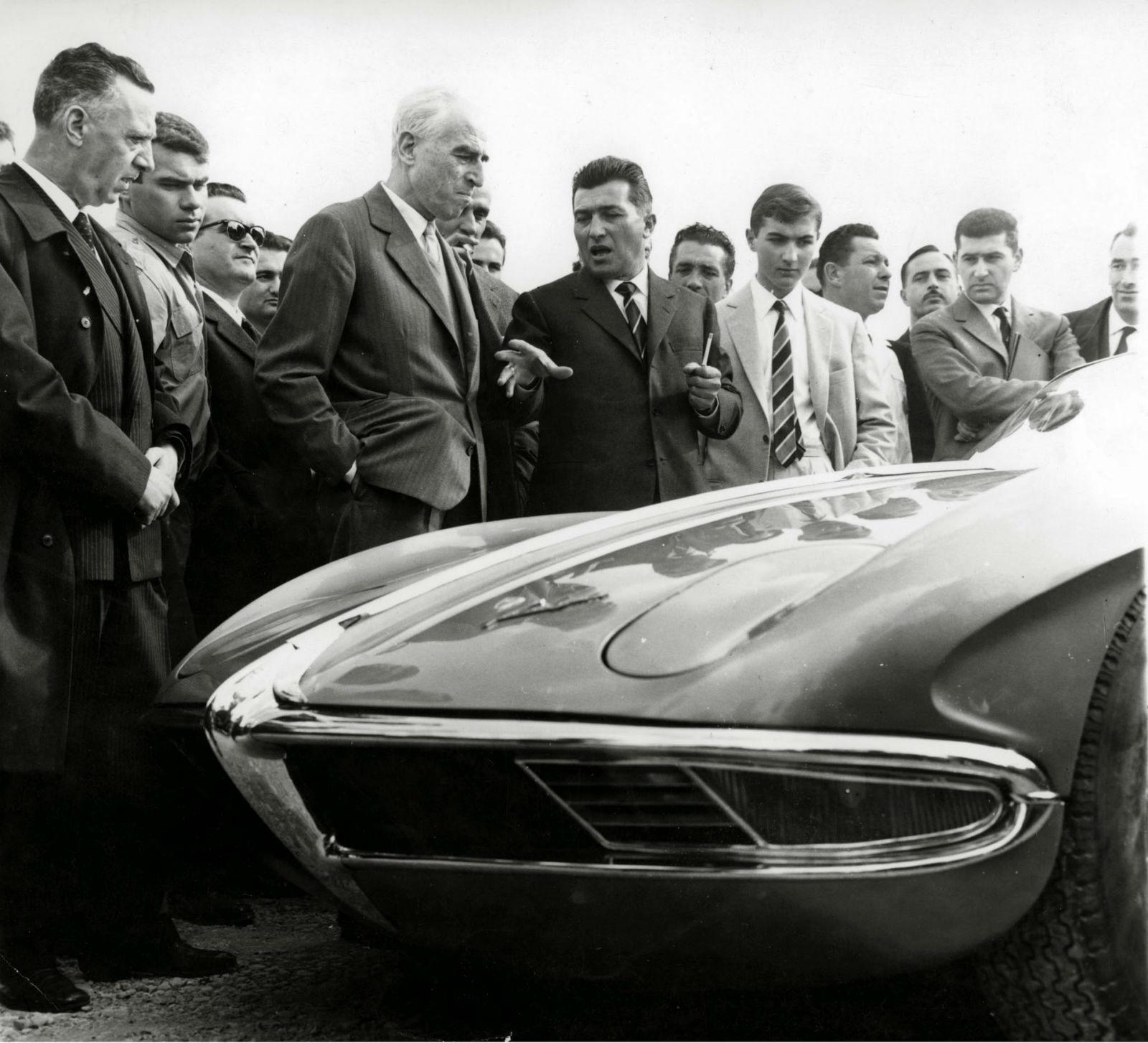 Ferruccio Lamborghini apresenta o 350 GTV
