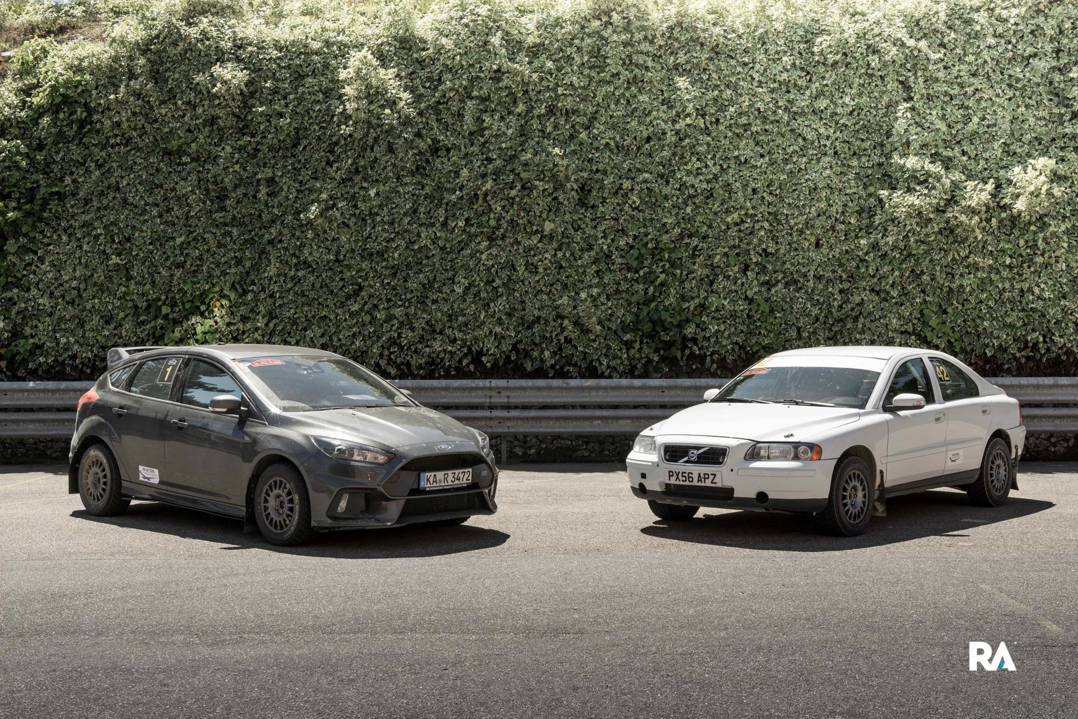 Volvo S60 recce e Ford Focus RS